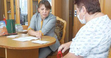 «Проблемы решаются по компетенции служб»: Депутат Людмила Нижевич провела прием граждан в Клецке