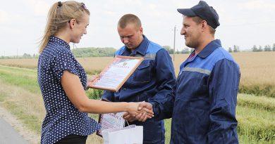 Комбайнеры из сельхозфилиала «Клецкий» вырвались вперед в соревнованиях молодежных экипажей района